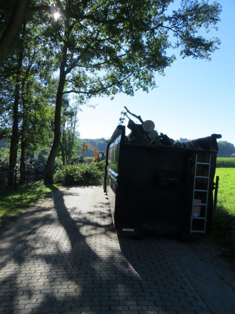 De Vordensebosweg is dagenlang afgesloten geweest om de omgeblazen bomen op te ruimen.