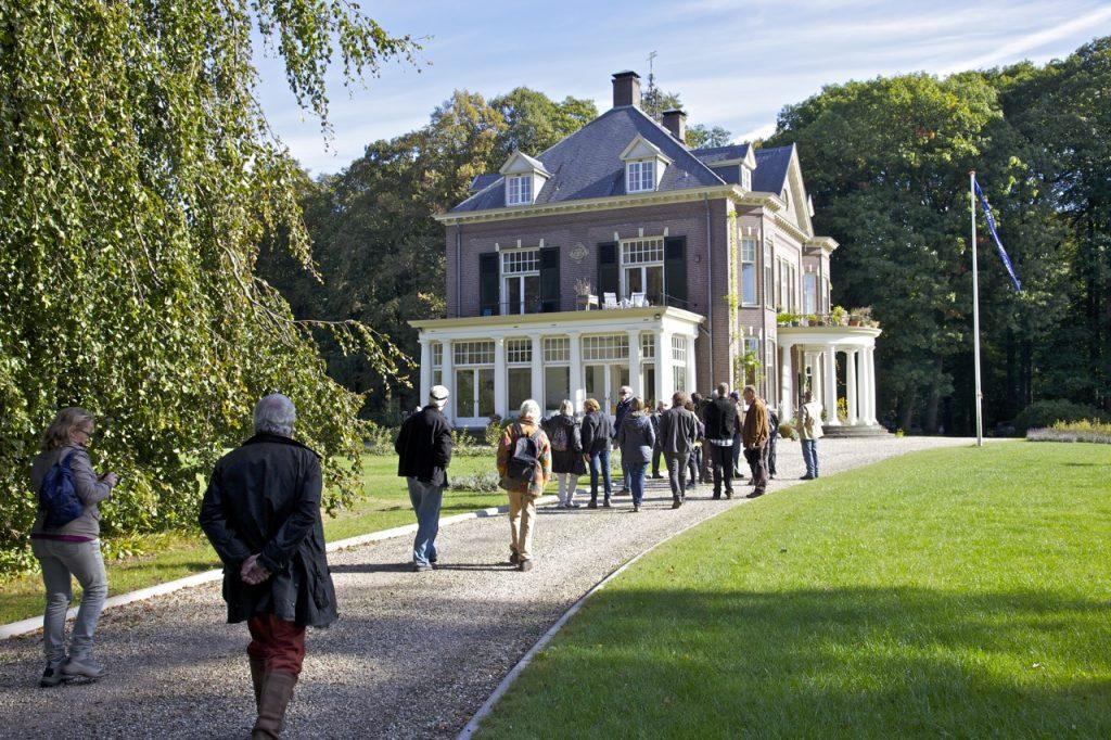 Het hoofdgebouw van landgoed 't Waliën. Het wordt bewoond door een woongemeenschap (foto: Hans Thijssen).